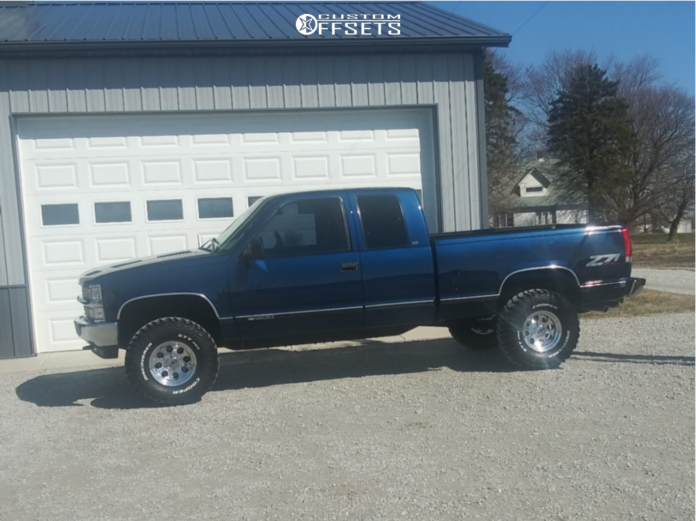 """1999 Chevrolet K1500 Aggressive > 1"""" outside fender on 15x8 0 offset Mickey Thompson Classic Iii and 30""""x15.5"""" Cooper Discoverer Stt Pro on Stock - Custom Offsets Gallery"""