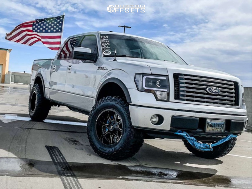 """2012 Ford F-150 Aggressive > 1"""" outside fender on 18x10 -24 offset Moto Metal Mo970 and 295/70 Cooper Discoverer Stt Pro on Leveling Kit - Custom Offsets Gallery"""