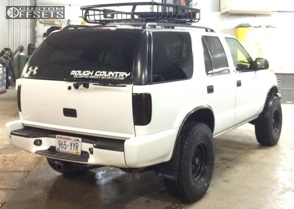 3 2000 Blazer Chevrolet Suspension Lift 25 American Racing Baja Black Aggressive 1 Outside Fender