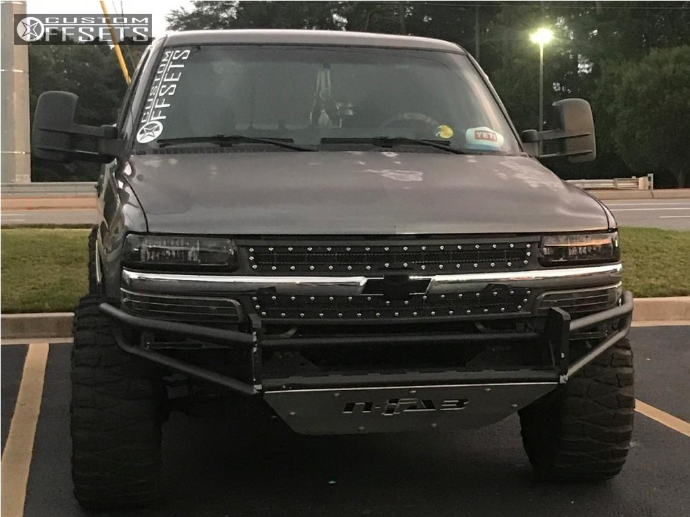 2 2002 Silverado 1500 Chevrolet Rough Country Suspension Lift 45in Fuel Hostage Black