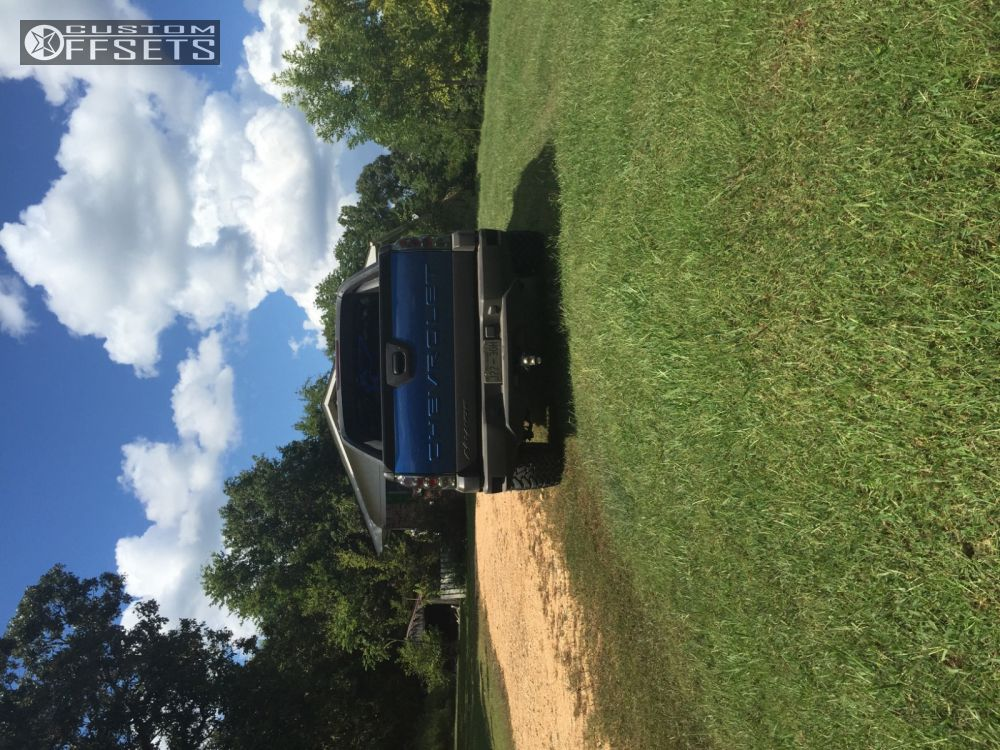 """2003 Chevrolet Avalanche Slightly Aggressive on 20x10 -19 offset Hostile Switch Blade and 33""""x12.5"""" Toyo Tires Open Country M/T on Leveling Kit - Custom Offsets Gallery"""