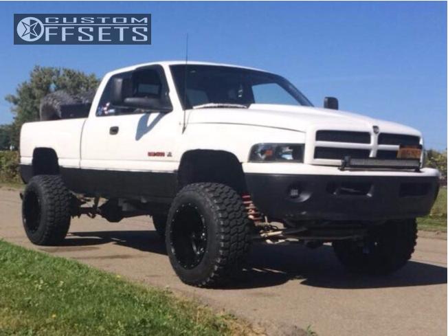 14 1998 Ram 1500 Dodge Skyjacker Suspension Lift 6in Fuel Hostage Black