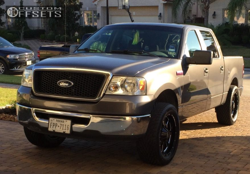"""2007 Ford F-150 Aggressive > 1"""" outside fender on 20x9 0 offset Moto Metal Mo962 and 305/50 Toyo Tires Proxes St on Leveling Kit - Custom Offsets Gallery"""