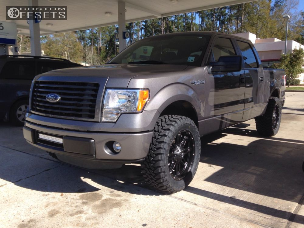 """2014 Ford F-150 Aggressive > 1"""" outside fender on 20x9 1 offset Fuel Hostage and 33""""x12.5"""" Toyo Tires Open Country M/T on Leveling Kit - Custom Offsets Gallery"""