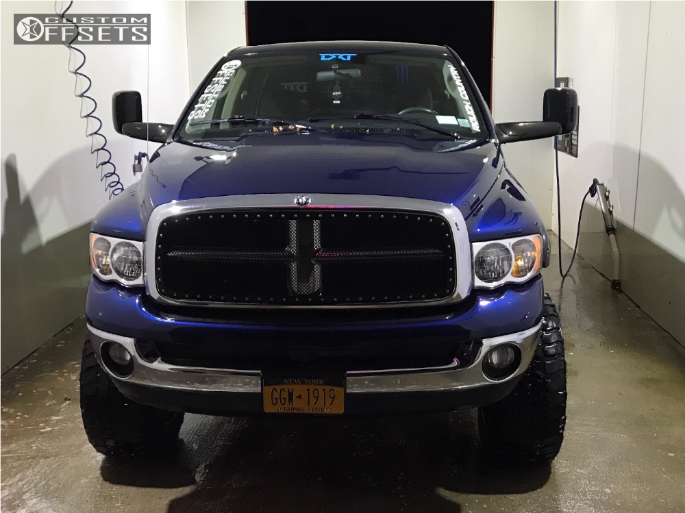"""2003 Dodge Ram 2500 Aggressive > 1"""" outside fender on 20x12 -44 offset Moto Metal Mo987 and 35""""x12.5"""" Nitto Ridge Grappler on Suspension Lift 5"""" - Custom Offsets Gallery"""