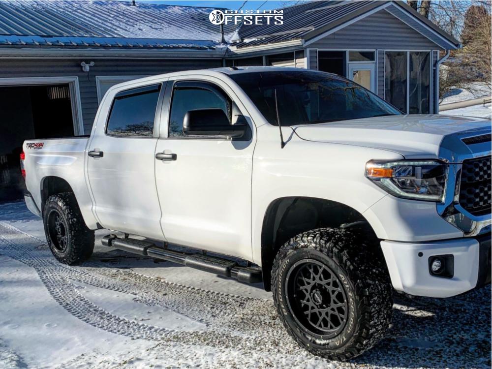 1 2018 Tundra Toyota Stock Suspension Lift 25in Vision Rocker Black