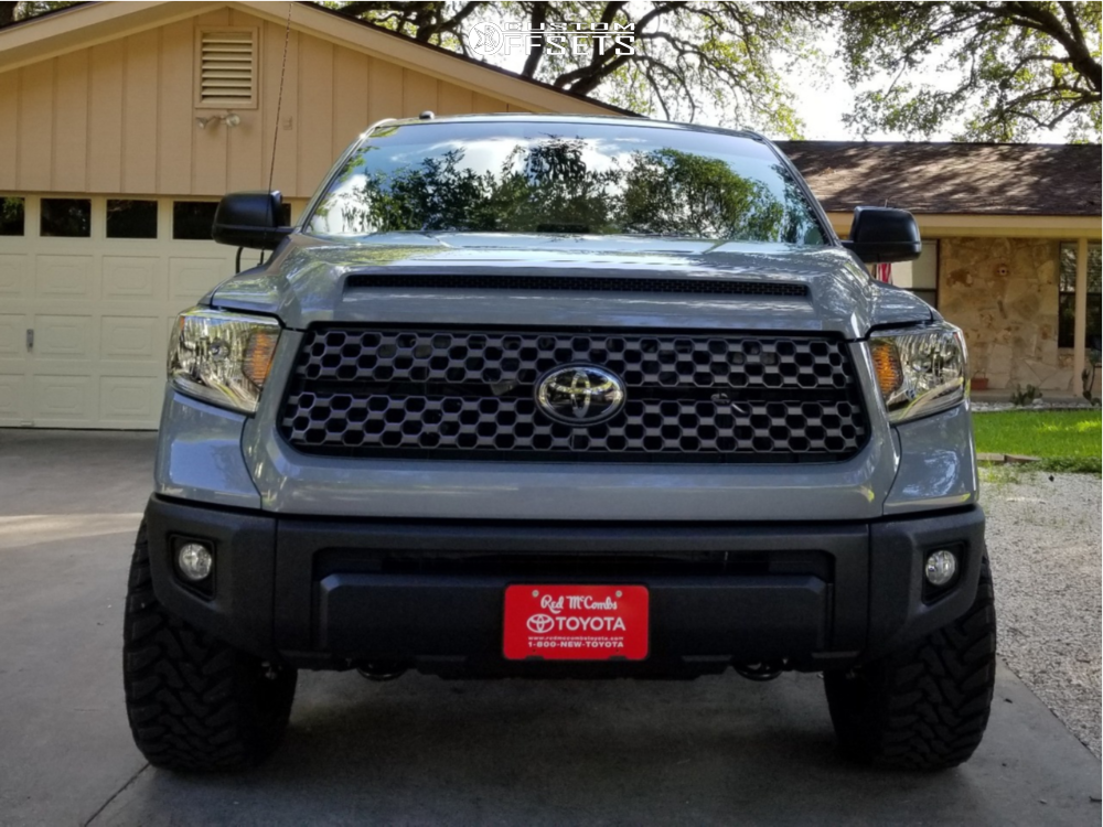 2 2018 Tundra Toyota Rough Country Suspension Lift 4in Fuel Sledge Black