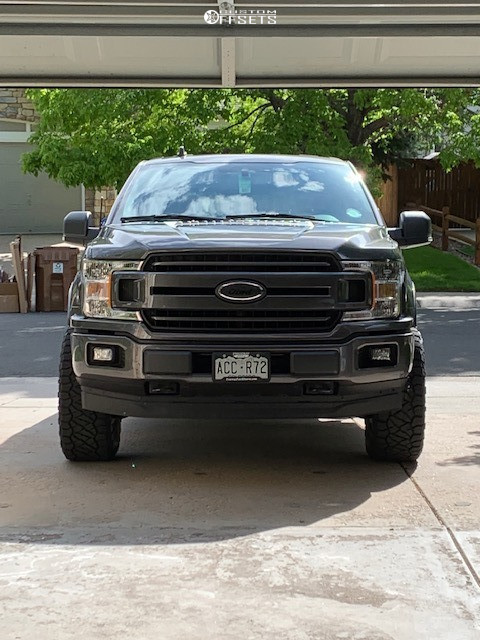 "2019 Ford F-150 Aggressive > 1"" outside fender on 18x9 -12 offset XD Xd820 and 33""x12.5"" Nitto Ridge Grappler on Leveling Kit - Custom Offsets Gallery"