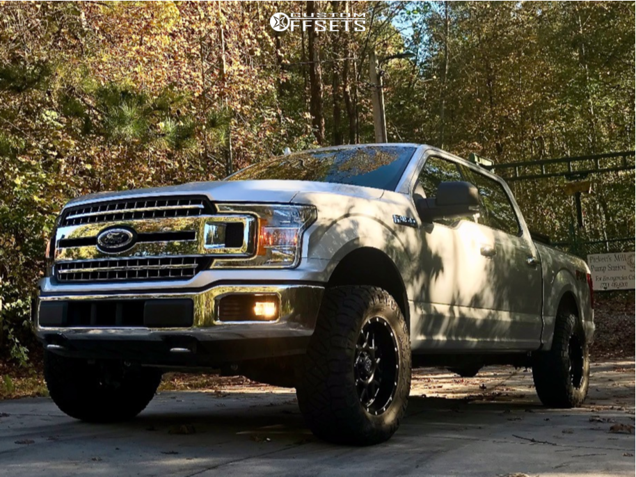 """2018 Ford F-150 Aggressive > 1"""" outside fender on 18x9 -12 offset XD Xd820 and 33""""x12.5"""" Nitto Ridge Grappler on Leveling Kit - Custom Offsets Gallery"""