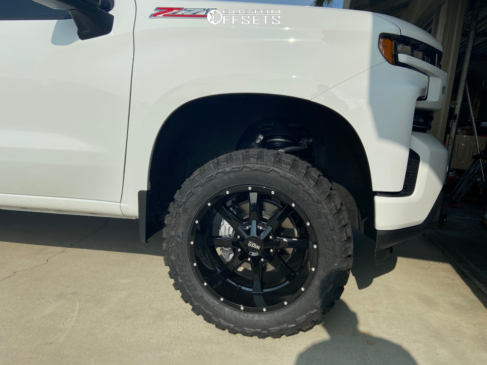 "2019 Chevrolet Silverado 1500 Aggressive > 1"" outside fender on 20x10 -24 offset Moto Metal Mo970 and 33""x12.5"" Federal Couragia Mt on Leveling Kit - Custom Offsets Gallery"
