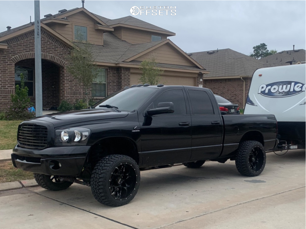 """2005 Dodge Ram 2500 Aggressive > 1"""" outside fender on 22x12 -44 offset Ultra Carnivore and 33""""x12.5"""" Haida Mud Champ on Leveling Kit - Custom Offsets Gallery"""